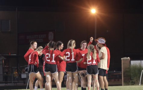 The junior powderpuff team huddled up tp discuss the winning play. Juniors won the game 28-18.