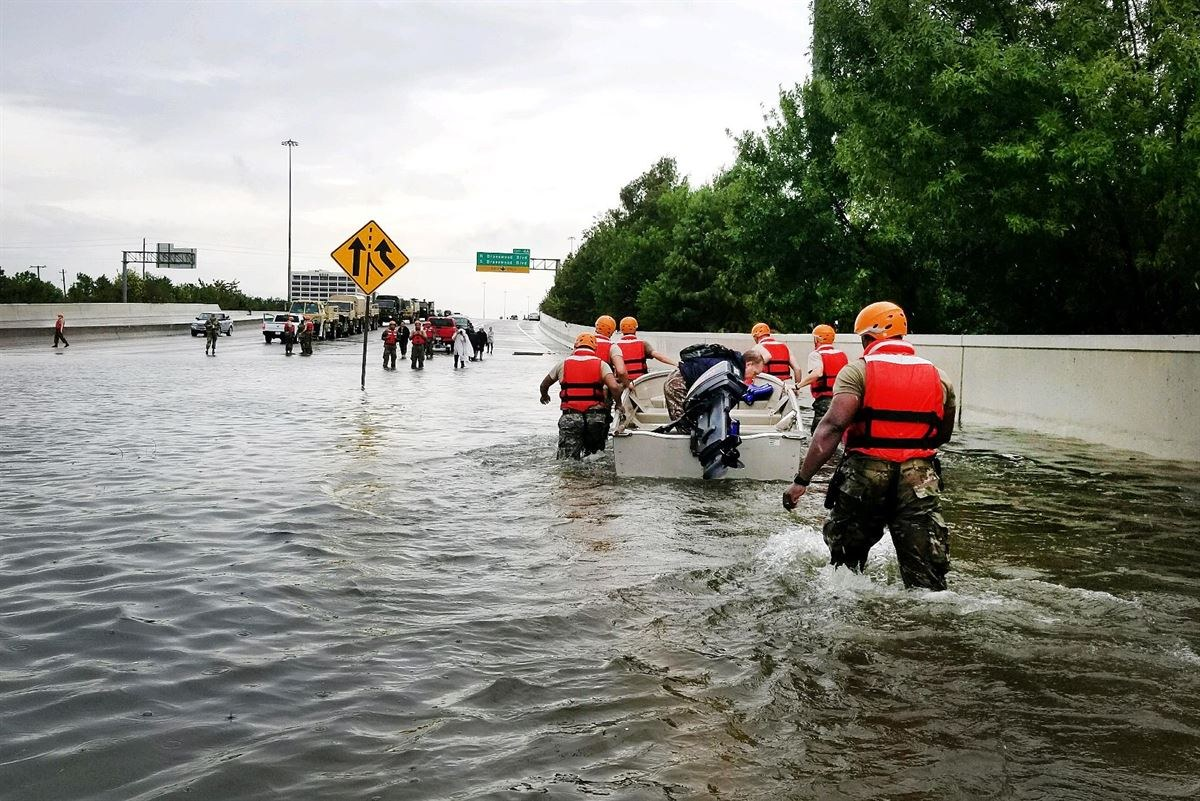 Rescue+teams+help+to+evacuate+citizens%0AAvoid+Fraudulent+Charitable+Contribution+Schemes+by+Texas+Army+National+Guard+Photo+%28cc+by-sa%29